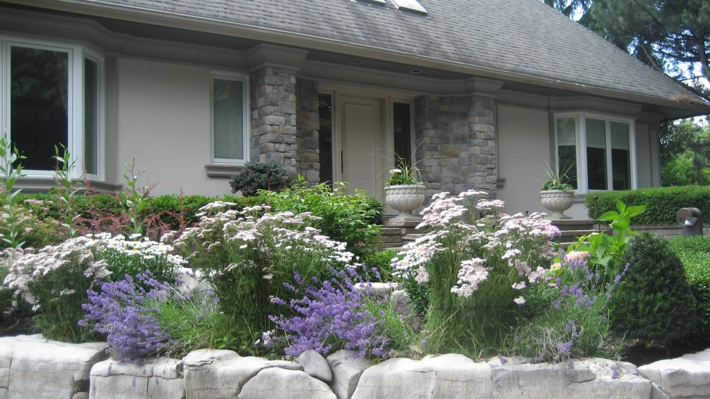 Decorative options with stucco and stone designs for Stucco stone exterior designs