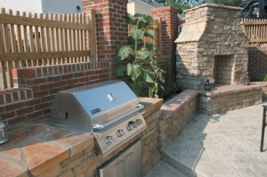 Garden stone veneer and backyard landscaping go hand in hand when creating an impressive outdoor living space.
