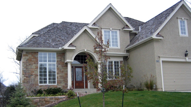 Creating an ancient Roman Villa look with stone cladding and stucco walls