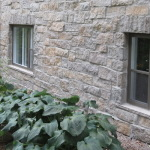 A stone wall that has that authentic quarry stone can be achieved simply by choosing the right stone veneer.